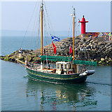 J5082 : The 'Scotch Lass' departing Bangor by Rossographer