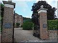 SU8504 : The Dean's Diamond Jubilee gates by Virginia Knight