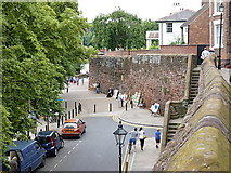 SJ4065 : Chester city walls on the south side of town by Richard Law