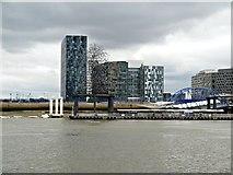 TQ3979 : River Thames, Greenwich Peninsula by David Dixon