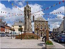 SX3384 : Market Square & War Memorial, Launceston by Mike Smith