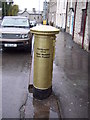 SO2242 : Gold postbox at Hay-on-Wye by Martin Speck