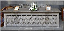 NS4863 : Paisley Abbey: tomb of Marjory Bruce by Lairich Rig