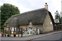 SU2489 : Tarifa Cottage, #14 Faringdon Road by Roger Templeman