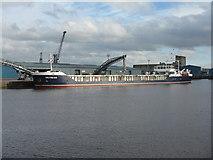 NT2677 : 'Victress' preparing to sail by M J Richardson