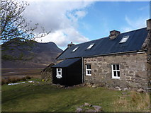 NH0680 : Shenavall Bothy after May 2013 workparty by Peter Aikman
