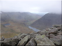 SH6659 : View down to Idwal Cottage from Tryfan's summit by Jeremy Bolwell