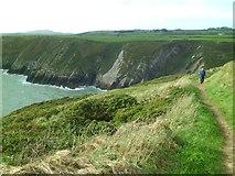SM7624 : The coast path above Caer Bwdy Bay by Gordon Hatton