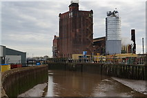 TA1031 : The River Hull from Bankside by Ian S