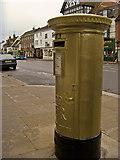 SU7682 : Royal Mail Gold Post Box, Hart Street, Henley on Thames by Roger A Smith