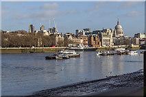 TQ3180 : Low Tide on The Thames, London SE1 by Christine Matthews