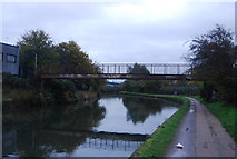 TQ2182 : Footbridge over the Grand Union Canal by N Chadwick