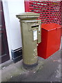 SU9566 : Sunningdale: postbox № SL5 17, London Road by Chris Downer