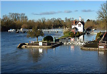 SU5980 : The flooding of Goring Lock, Goring-on-Thames, Oxfordshire by Edmund Shaw