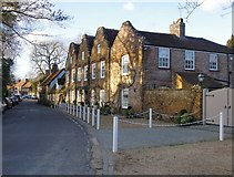 TQ0487 : Hills House, Denham by Stefan Czapski