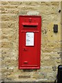 TL0799 : Edward VII wall-mounted postbox, The Old Post Office, Bridge End, Wansford by P L Chadwick