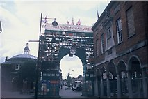 SU8693 : Millennium Chair Arch, High Wycombe (2) by David Hillas