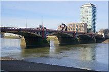 TQ3078 : Vauxhall Bridge, London by Ian S