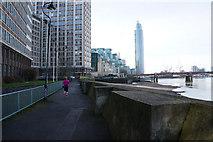TQ3078 : The Thames Path towards Vauxhall Bridge by Ian S