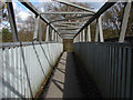 SU8165 : Pedestrian bridge by Alan Hunt