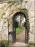SP5206 : Oxford Botanic Garden: archway by Stephen Craven