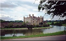 TQ4745 : Hever Castle and its moat by Clint Mann