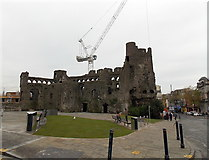 SS6593 : Castle and crane, Swansea by Jaggery