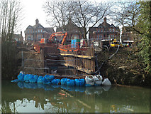 SP3165 : Constructing a surface water outfall to the River Leam, York Promenade, Leamington by Robin Stott