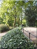 TQ1873 : King Henry's Mound on Richmond Park by David Howard