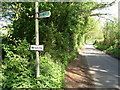 TQ0499 : Public Footpath Sign, Commonwood by David Hillas