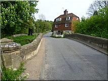 TQ5243 : Bridge over the River Medway by Marathon