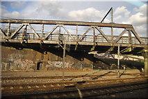 TQ2282 : Railway bridge, Great Western Main Line by N Chadwick