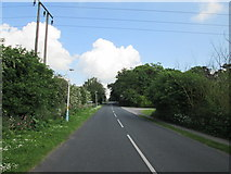 TA0231 : Willerby  Low  Road  toward  the  A164 by Martin Dawes