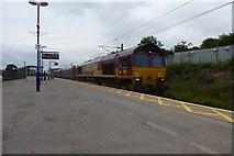 SE4081 : Freight train passes through platform 1 by DS Pugh