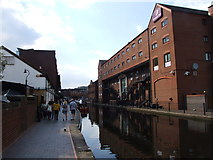 SP0686 : Worcester and Birmingham Canal by Chris Whippet