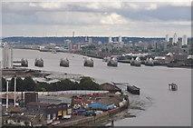 TQ3979 : London : Royal Borough of Greenwich - River Thames by Lewis Clarke