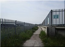 TA1228 : Path between the fences by Jonathan Thacker
