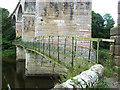 NT7030 : Roxburgh Viaduct and footbridge by Oliver Dixon