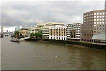 TQ3280 : London Bridge Hospital by the River Thames by Steve Daniels