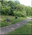 ST3190 : Nature trail bench and litter bin, Malpas, Newport by Jaggery