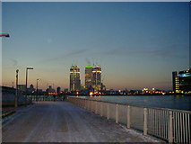 TQ3980 : Towards Canary Wharf by DS Pugh