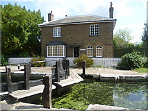 TQ1479 : Lock Cottage at the top of the Hanwell Flight by Marathon
