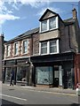 NN8621 : Unoccupied shop in East High Street by Basher Eyre