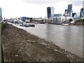 TQ3380 : Low tide in the Pool of London by Stephen Craven