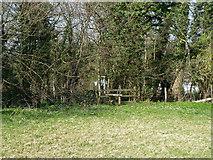 TQ2760 : Stile on footpath towards Oaks Farm by Robin Webster