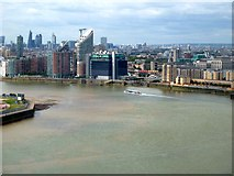 TQ3980 : Emirates Cable Car - View westwards across London by Rob Farrow