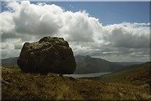 NN0343 : Perched erratic on the ridge of Creag na Cathaig by Alan Reid