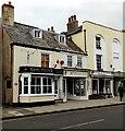 SZ3195 : Jewellers in Lymington by Jaggery