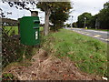 V9989 : Roadside postbox by Ian Paterson