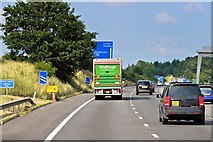 SU5846 : Northbound M3 approaching Junction 7 by David Dixon